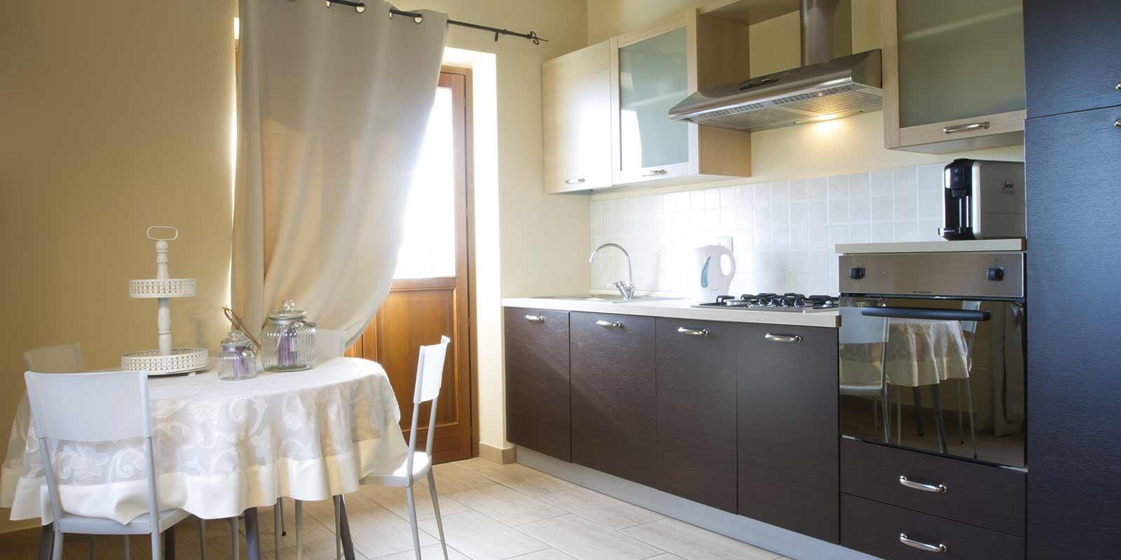 feltrinelli-cucina-sala-da-pranzo-agriturismo-cascina-crocelle-lago ...