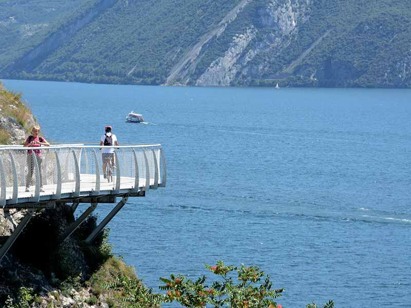 agriturismo-cascina-crocelle-la-passeggiata-sul-lago-galleria-1